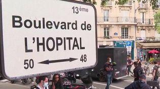 Hôpital : les internes en médecine manifestent et partagent leur détresse (France 2)