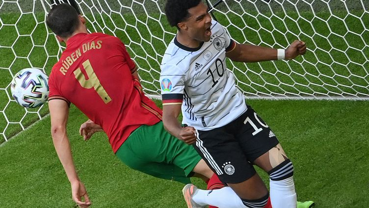 Serge Gnabry fête le deuxième but de l'Allemagne face au Portugal. (MATTHIAS HANGST / POOL)
