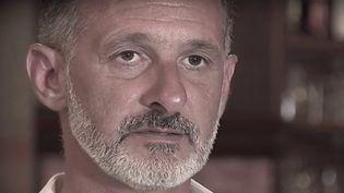 Le Raid est intervenu jeudi 10 octobre pour secourir Franck Terrier, le héros des attentats de Nice qui avait tenté d'arrêter le camion-bélier dans sa course. Un homme meurtri qui s'était retranché chez lui. (FRANCE 3)