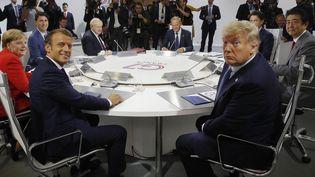 Les dirigeants du G7 autour de la table, le 25 août 2019, à Biarritz (Pyrénées-Atlantiques). (PHILIPPE WOJAZER / AFP)