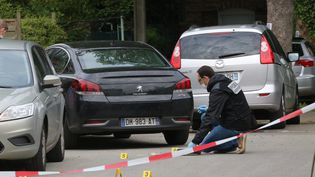 Un policier sur la scène d'une fusillade dans laquelle une personne a été tuée, dans le quartier de Fives, à Lille, le 25 mai 2016. (MAXPPP)