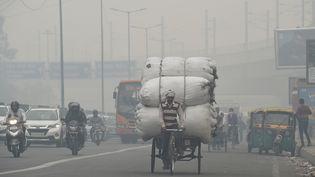 Une route de New Delhi, le 5 novembre. (PRAKASH SINGH / AFP)