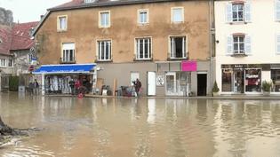 Le département du Doubs est victime d'inondations. Retour sur la situation à Ornans. (France 2)