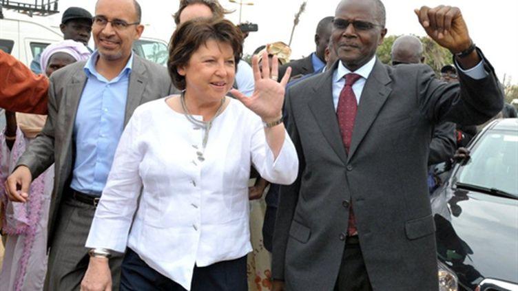 Martine Aubry à Dakar avec Ousmane Tanor Dieng le chef du parti socialiste sénégalais, à Dakar, le 9/02/11 (AFP/Seyllou)