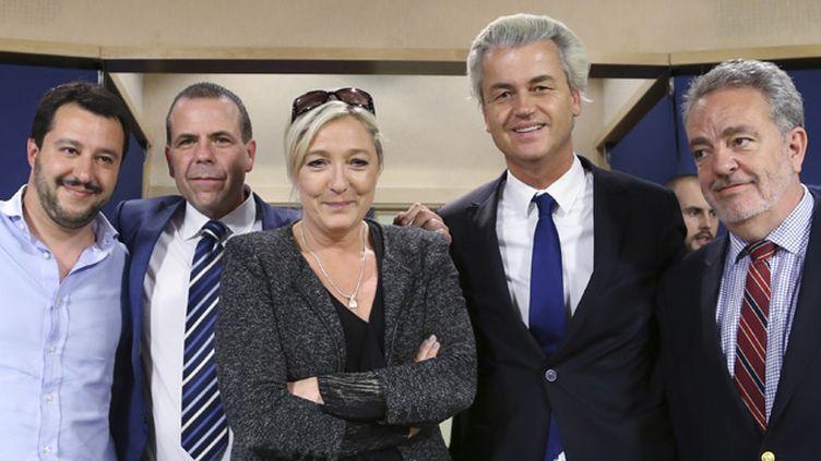 (Marine Le Pen avec Matteo Salvini,  Harald Vilimsky,  Geert Wilders et Gerolf Annemans © REUTERS   François Lenoir)