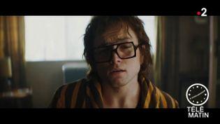 Elton John, joué par Egerton, dans le biopic. (France 2)