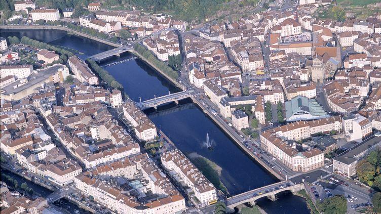 Vue aérienne de la ville d'Epinal (Vosges). (BRUNO BARBIER / AFP)