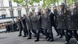 Des CRS lors d'une manfestation à Paris, le 1er Mai 2017. (SIMON GUILLEMIN / HANS LUCAS / AFP)