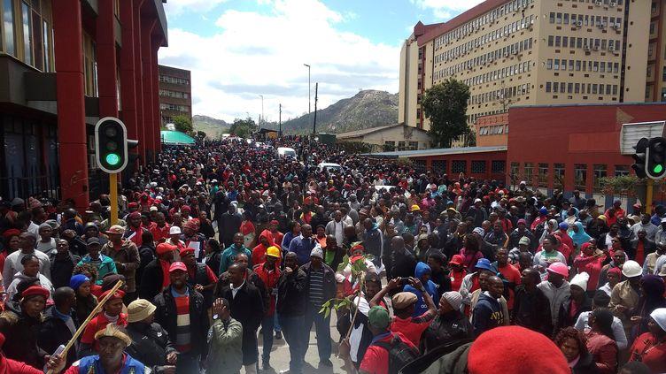 3000 personnes ont manifesté dans les rues de Mbabane, la capitale d'eSwatini, le 25 septembre 2019. (MONGI ZULU / AFP)