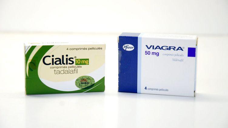 Le Cialis,médicament contre les troubles de l'érection, et le Viagra, son concurrent, pris en photo le 1er janvier 2008. (MAXPPP)