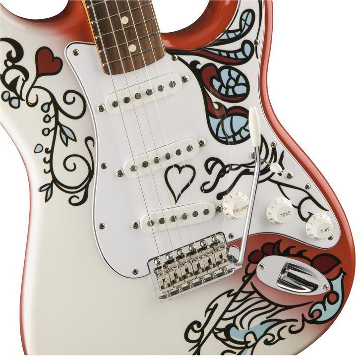 Le motif peint par Jimi Hendrix a été reproduit à l'identique  (Fender)