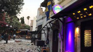 Le séisme a entraîné de nombreux dégâts dans la ville grecque de Kos, vendredi 21 juillet 2017, située sur l'île du même nom. (OSMAN TURANLI / SOCIAL MEDIA / REUTERS)