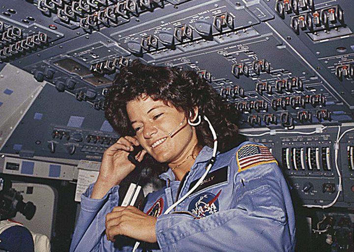 L'astronaute Sally Ride à bord de la navette Challenger, en juin 1983, pour son premier vol dans l'espace. (NASA / AFP)