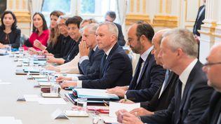 Edouard Philippe entouré de ses ministres, le 5 septembre 2018 à l'Elysée. (JACQUES WITT / SIPA)