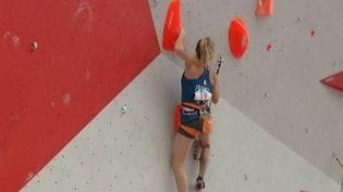 Originaire d'Annecy (Haute-Savoie), la jeune grimpeuse française Julia Chanourdie s'est qualifiée pour les Jeux olympiques de Tokyo en 2020. C'est la première fois que l'escalade sera au programme olympique. (France 3)