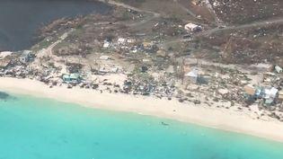 Une société de circuits touristiques en hélicoptères a filmé les dégâts causéspar l'ouragan Irma dans les Caraïbes, les 7 et 8 septembre 2017. (CARIBBEAN BUZZ HELICOPTERS / FACEBOOK VIA STORYFUL)