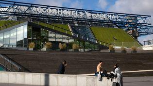 Les abords de l'AccordHotels Arena, à Paris, le 14 juin 2019. (JOEL SAGET / AFP)