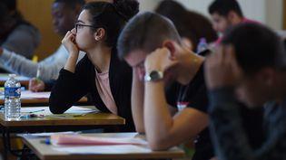 Des lycéens pendant l'épreuve de philo le 17 juin 2019. (FREDERICK FLORIN / AFP)