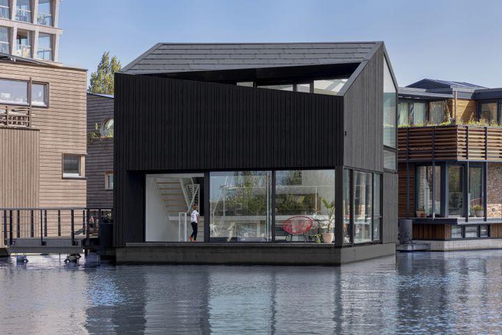 """Floating Home"" de i29 à Amsterdam (Pays-Bas), 2021. (PHOTO EWOUT HUIBERS)"
