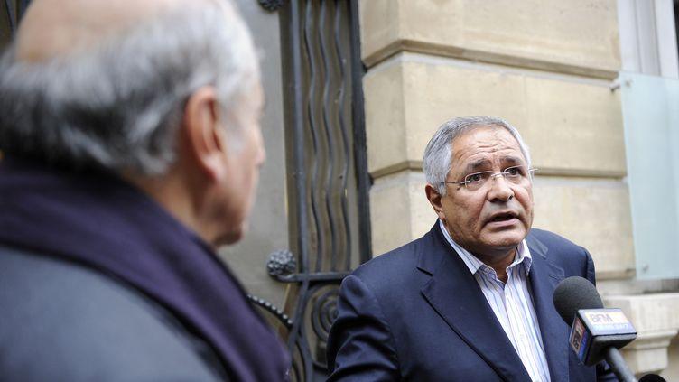 L'avocat franco-libanais Robert Bourgi répond aux questions de journalistes, le 12 septembre 2011, à Paris. (JOHANNA LEGUERRE / AFP)