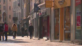 L'Eure-et-Loir a été placé en zone d'alerte maximale en raison de la forte propagation du Covid-19. Dans ce département sous surveillance, le taux d'incidence se situe autour de 250 cas pour 100 000 habitants. (France 3)