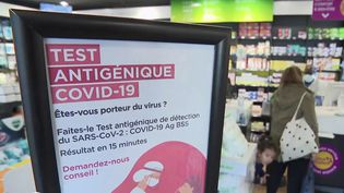 Pass sanitaire : qui est concerné par la fin de la gratuité des tests PCR ? (France 2)