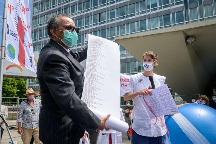 Der Generaldirektor der Weltgesundheitsorganisation (WHO), Tedros Adhanom Ghebreyesus, marschierte am 29. Mai 2021 in Genf (Schweiz) während eines Marsches für weitere Maßnahmen gegen Gesundheitsrisiken im Zusammenhang mit der globalen Erwärmung.  & nbsp;  (Fabrice Coffrini / AFP)