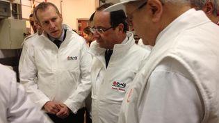François Hollande a effectué une visite au marché de Rungis (Val-de-Marne), le 27 décembre 2012. (@NADJETB / TWITTER)