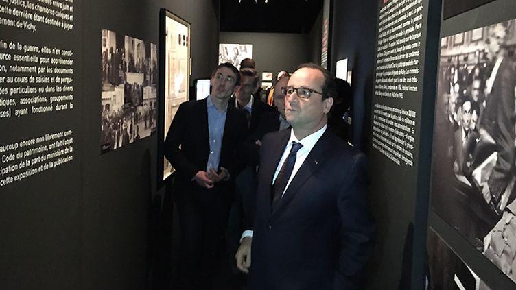 (François Hollande a visité samedi l'exposition La Collaboration (1940-1945) au Musée des archives nationales  © Radio France / Olivier Bost)