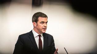 Le ministre de la Santé Olivier Véran à Paris, le 11 février 2021. (XOSE BOUZAS / HANS LUCAS /AFP)