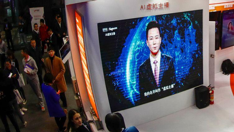 Un présentateur virtuel de la télévision chinoise, lors de la 5eConférence mondiale de l'internet organisée à Wuzhen (province du Zhejiang), dans l'est de la Chine, le 7 novembre 2019. (STR / AFP)