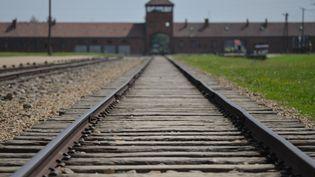 L'entrée du camp d'Auschwitz, en Pologne, le 29 juillet 2016. (ALEX PANTCYKOV / SPUTNIK / AFP)