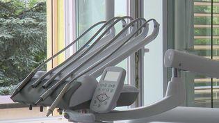 Franche-Comté : un cabinet dentaire accusé de mutilations volontaires (France 2)