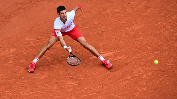 Novak Djokovic à Roland-Garros le 7 juin 2021. (MARTIN BUREAU / AFP)