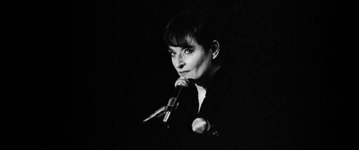 Barbara sur la scène de l'Hippodrome de Pantin, le 28 octobre 1981  (Georges BENDRIHEM / AFP)