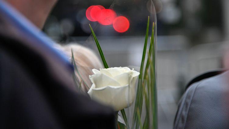 Un hommage populaire est rendu en France au chanteur Johnny Hallyday et à l'écrivain Jean d'Ormesson. (JULIEN MATTIA / NURPHOTO)