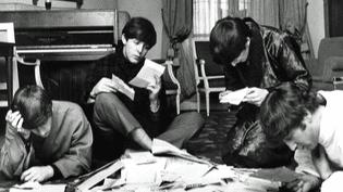 Séance studieuse pour les Beatles au Georges V.  (Harry Benson / France 2)