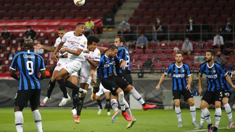 Séville et l'Inter Milan se rendent coup pour coup (WOLFGANG RATTAY / POOL)