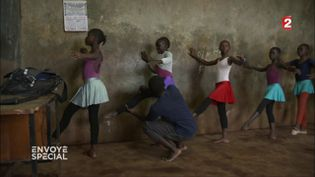 Ballerines du Kenya (CAPTURE D'ÉCRAN FRANCE 2)