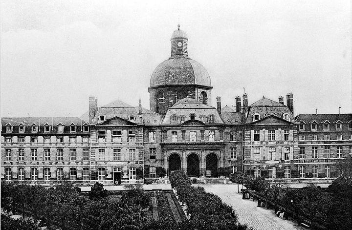 La façade de la Pitié-Salpêtrière en 1922. (Wellcome Collection)
