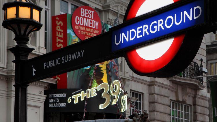 L'entrée de métro de Picadilly Circus, à Londres (Royaume-Uni), le 23 avril 2018. (MANUEL COHEN / AFP)