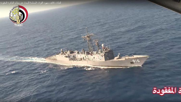 (L'armée égyptienne, ici le 20 mai, a été aidée pour les recherches par un navire de la Marine française et un bateau d'une société spécialisée © MaxPPP)