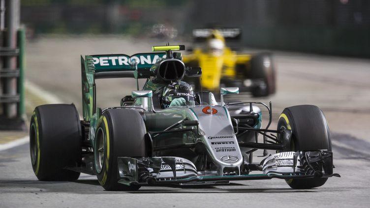Nico Rosberg (Mercedes) chasse Lewis Hamilton (FRANCOIS FLAMAND / DPPI MEDIA)