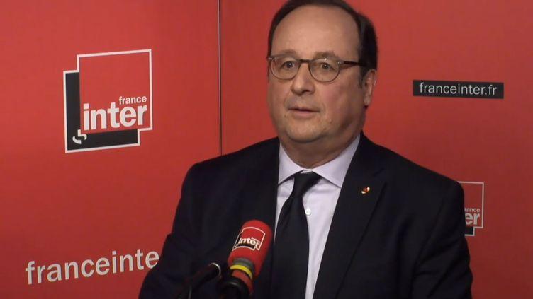 François Hollande dans le studio de France Inter, à Paris, le 12 avril 2018. (FRANCE INTER / RADIO FRANCE)