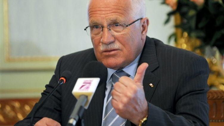Le président tchèque Vaclav Klaus a signé le traité de Lisbonne le 3 novembre 2009. (© AFP - Fehti Belaid)