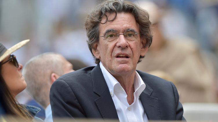 Luc Ferry, ancien ministre de la Jeunesse et de l'Education, parmi les spectateurs du tournoi de Roland-Garros, le 9 juin 2019. (FRANCK CASTEL / MAXPPP)