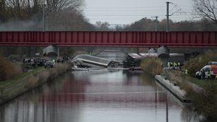 UnTGV de la SNCFaprès un accident lors d'un essai qui a fait 11 morts, le 14 novembre 2015 à Eckwersheim (Bas-Rhin). (FREDERICK FLORIN / AFP)