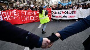 Des lycéens et étudiants manifestent à Paris le 11 décembre 2018. (JULIEN MATTIA / LE PICTORIUM / MAXPPP)
