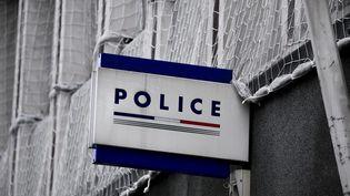 L'entrée d'un commissariat (photo d'illustration). (MAXPPP)