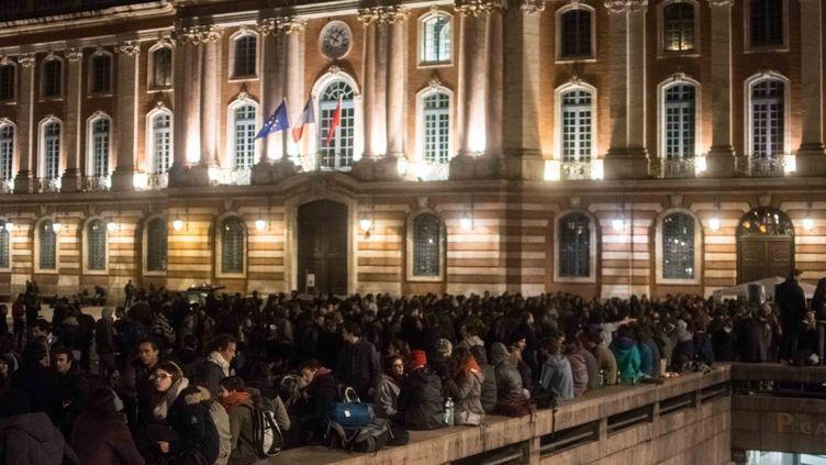 Cinq cent personnes étaient rassemblée place du Capitole à Toulouse pour une Nuit debout, le 5 avril 2016. (CITIZENSIDE/MAXIME REYNIE / CITIZENSIDE)